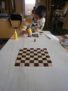 lavorazione mosaico tavolino